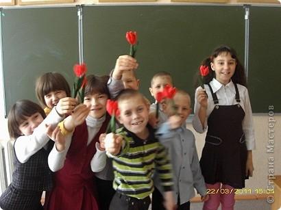 Вот такие тюльпаны расцвели у нас с Танюшкой. Сделаны они из бумажных раскрученных веревок, есть такие в наборах для творчества.  фото 9