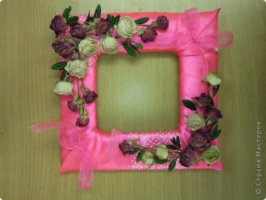 Украшали кабинет подруги ко дню ее рождения. Венок-подвеска из шелковых лент и цветов. фото 4