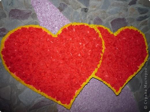 Сердце из гофрированной бумаги. Середина из роз. Края выполнены по технике торцевания. Изготовление роз можно глянуть здесь http://stranamasterov.ru/node/81433?c=favorite фото 1