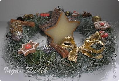 """Веночек был собран из разных подходящих природных материалов, шишек и орехов. """"Прянички"""" на венке - соленое тесто. фото 2"""