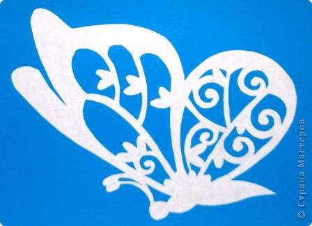 Бабочка.  Мне купили книгу. Там была нарисована очень красивая бабочка. Мне захотелось ее вырезать. фото 3