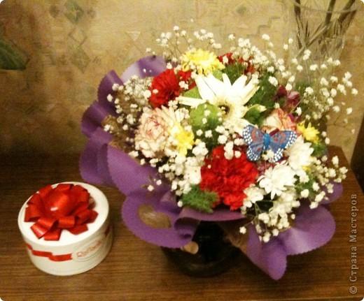 Продолжаю о подареных цветах, чтобы, так сказать, охватить всю картину ))) Это букет таких же роз, как стоят у меня - брат подарил маме фото 2
