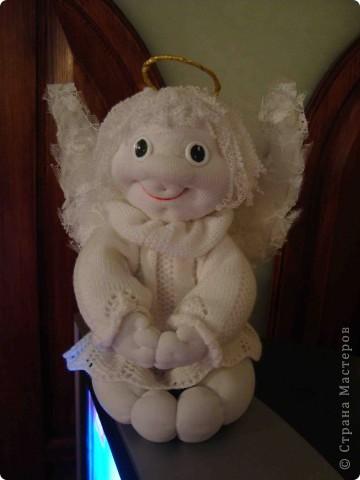 Ох и нравится мне это занятие - шить куклы. Отдыхаю душой. Я только второй месяц как попробовала их шить. Но они все такие разные. Не знаю кому как, а мне нравится. Сегодня у меня получился вот такой ангел. фото 1