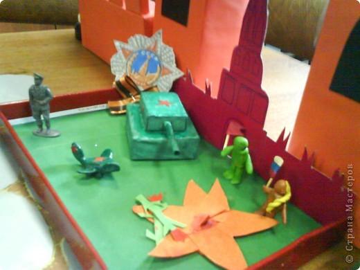 Скоро ДЕНЬ ПОБЕДЫ 9 МАЯ! В 2010 г., когда дочка еще ходила в детский сад. Для праздника делали вот такие макеты.  фото 3