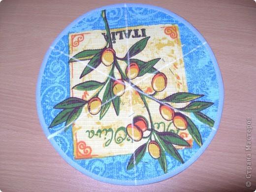 Скоро великий праздник Пасха к нему я решила сшить Пасхальную салфетку для украшения стола. Вырезала три круга диаметром 26см. Два однотонных- нижний и верхний, и синий с рисунком- средний. фото 5