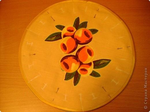 Скоро великий праздник Пасха к нему я решила сшить Пасхальную салфетку для украшения стола. Вырезала три круга диаметром 26см. Два однотонных- нижний и верхний, и синий с рисунком- средний. фото 6