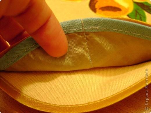 Скоро великий праздник Пасха к нему я решила сшить Пасхальную салфетку для украшения стола. Вырезала три круга диаметром 26см. Два однотонных- нижний и верхний, и синий с рисунком- средний. фото 8