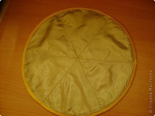 Скоро великий праздник Пасха к нему я решила сшить Пасхальную салфетку для украшения стола. Вырезала три круга диаметром 26см. Два однотонных- нижний и верхний, и синий с рисунком- средний. фото 9