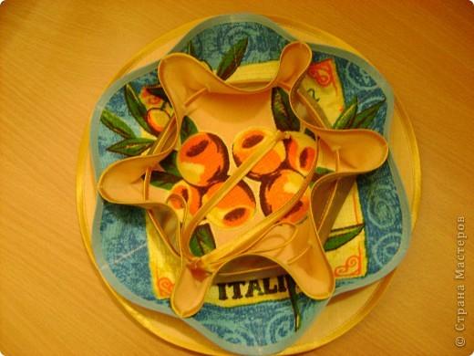 Скоро великий праздник Пасха к нему я решила сшить Пасхальную салфетку для украшения стола. Вырезала три круга диаметром 26см. Два однотонных- нижний и верхний, и синий с рисунком- средний. фото 10