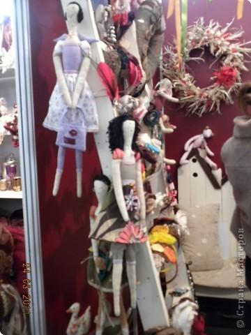 """Вчера я побывала на выставке """"Стильная кукла"""", которая проходит в г. Одессе. Спешу поделиться с вами рукотворной красотой. К сожалению, не могу написать имена мастеров, так как познакомиться с ними не догдалась. Если ещё раз схожу на неё ( очень хотелось бы), то обязательно исправлюсь. Если кто-то узнает свои работы - напишите мне. фото 4"""