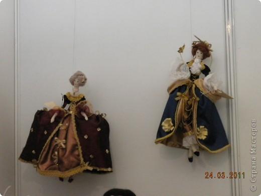 """Вчера я побывала на выставке """"Стильная кукла"""", которая проходит в г. Одессе. Спешу поделиться с вами рукотворной красотой. К сожалению, не могу написать имена мастеров, так как познакомиться с ними не догдалась. Если ещё раз схожу на неё ( очень хотелось бы), то обязательно исправлюсь. Если кто-то узнает свои работы - напишите мне. фото 20"""