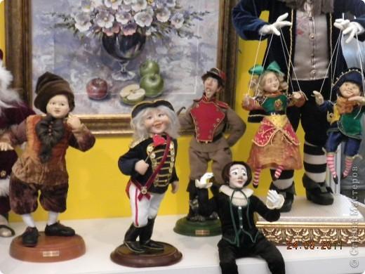 """Вчера я побывала на выставке """"Стильная кукла"""", которая проходит в г. Одессе. Спешу поделиться с вами рукотворной красотой. К сожалению, не могу написать имена мастеров, так как познакомиться с ними не догдалась. Если ещё раз схожу на неё ( очень хотелось бы), то обязательно исправлюсь. Если кто-то узнает свои работы - напишите мне. фото 35"""