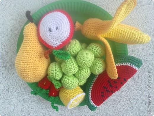Такие вязаные игрушки в виде фруктов можна использовать как макет в детских  садиках , театрах или просто для украшения и декора вашей кухни , ведь фрукты связаны в натуральную величину . фото 5