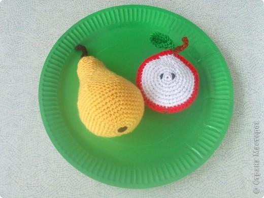 Такие вязаные игрушки в виде фруктов можна использовать как макет в детских  садиках , театрах или просто для украшения и декора вашей кухни , ведь фрукты связаны в натуральную величину . фото 2