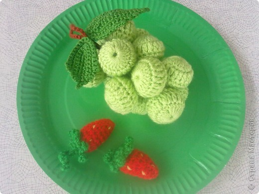 Такие вязаные игрушки в виде фруктов можна использовать как макет в детских  садиках , театрах или просто для украшения и декора вашей кухни , ведь фрукты связаны в натуральную величину . фото 3