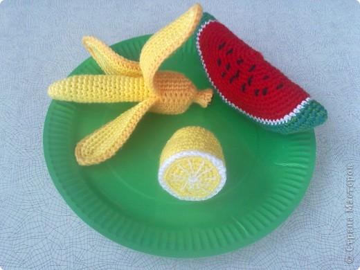 Такие вязаные игрушки в виде фруктов можна использовать как макет в детских  садиках , театрах или просто для украшения и декора вашей кухни , ведь фрукты связаны в натуральную величину . фото 4