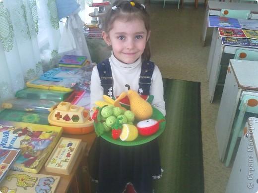 Такие вязаные игрушки в виде фруктов можна использовать как макет в детских  садиках , театрах или просто для украшения и декора вашей кухни , ведь фрукты связаны в натуральную величину . фото 6