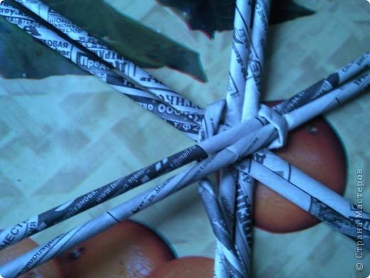 Очень красиво смотрится плетеное донышко. Берем трубочки и прокатываем скалкой. фото 7