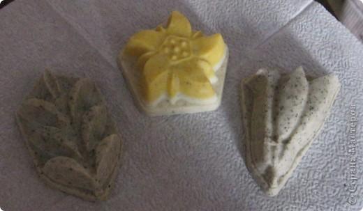 Вот и я решила показать своё мыло, которое сварила к Пасхе. Эти решила оставить в скорлупе. Украсила термонаклейками. Думаю как ещё украсить.  фото 4
