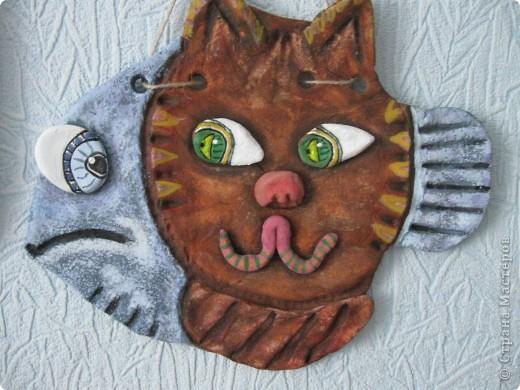 Этот кото-рыб появился у меня после просмотра работ Lev-Alen. Леночка, спасибо за идею! ......... Кот хотел ее зачавкать, так ведь и Рыбка оказалась не промах. Так и застыли они глядучи друг на друга................. фото 1