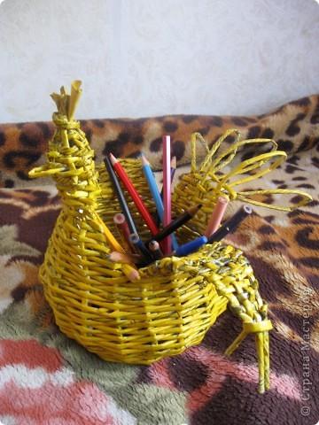 Сплела карандашницу для сына осенью. Теперь карандаши не валяются...:))))