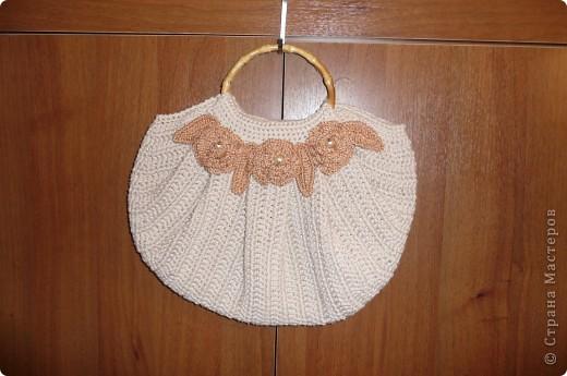 С недавних пор увлеклась вязанием сумок. Это первая.