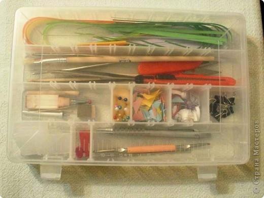 Подарили мужу на работе вот такую коробочку. По идее в ней нужно хранить всякие гайки-винтики, а я взяла и конфисковала для своего рукоделия. )))) фото 1