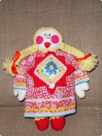 """Наконец нашла своё """"сокровище"""" - образцы прежних кукол из ткани. Мы их шили с таким удовольствием в то время, когда в магазинах не было такого выбора кукол, как сейчас... Тем они были и дороги. Даже ткани было мало, я использовала свои запасы. фото 2"""