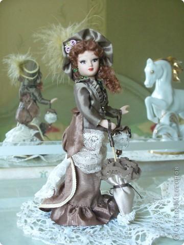"""Увидев по ТВ рекламу журнала с куклами """"Дамы эпохи"""", решила, что обязательно соберу всю коллекцию. Купила первую куклу -  Джейн Эйр. Но, она не была похожа на героиню известного романа. фото 3"""