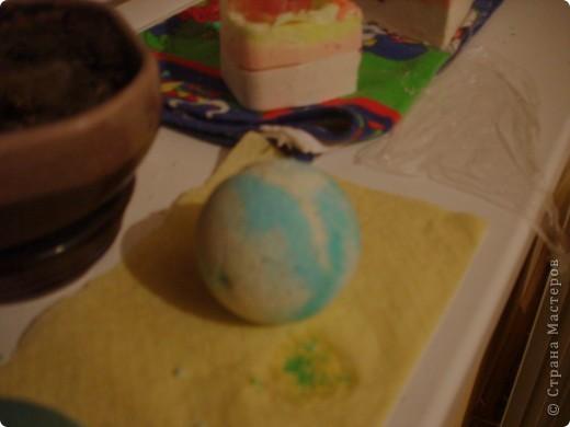 Аромат: ромашка Состав: морская соль, бикарбонат натрия, лимонная кислота,базовое масло абрикосовой косточки, ромашка аптечная, жёлтый и голубой краситель. фото 1
