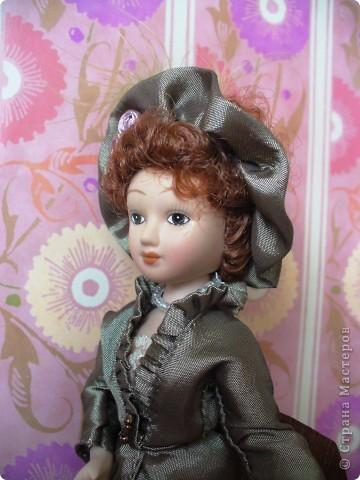 """Увидев по ТВ рекламу журнала с куклами """"Дамы эпохи"""", решила, что обязательно соберу всю коллекцию. Купила первую куклу -  Джейн Эйр. Но, она не была похожа на героиню известного романа. фото 2"""
