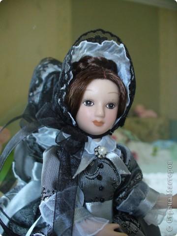 """Увидев по ТВ рекламу журнала с куклами """"Дамы эпохи"""", решила, что обязательно соберу всю коллекцию. Купила первую куклу -  Джейн Эйр. Но, она не была похожа на героиню известного романа. фото 6"""