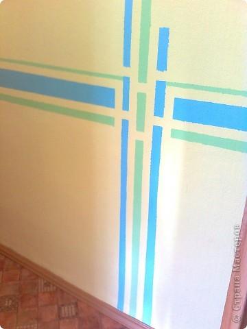 Вот так я выкрасила стены в коридоре с помощью малярного скотча и водно-дисперсионной краски фото 1
