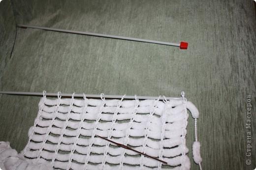 Здравствуйте!  Я придумала, как ускорить процесс вязания из помпончатой пряжи :)  Начала я вязать шарфик по мастер-классу Elena.ost   http://stranamasterov.ru/node/90224  И захотелось мне поэкспериментировать :)  фото 2