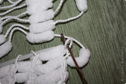 Здравствуйте!  Я придумала, как ускорить процесс вязания из помпончатой пряжи :)  Начала я вязать шарфик по мастер-классу Elena.ost   http://stranamasterov.ru/node/90224  И захотелось мне поэкспериментировать :)  фото 5