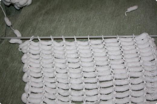 Здравствуйте!  Я придумала, как ускорить процесс вязания из помпончатой пряжи :)  Начала я вязать шарфик по мастер-классу Elena.ost   http://stranamasterov.ru/node/90224  И захотелось мне поэкспериментировать :)  фото 13