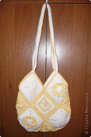 """Эта сумка№3,была связана за две ночи,пробный вариант сумки из квадратных мотивов на конкурс Голубки был забракован моими домочадцами поэтому на конкурс была отправлена сумка""""Весенние цветы"""""""