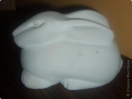 Вот такого зайчика сделала моя дочь.Получился симпатичный Китайский кролик.Работа выполнена в гипсе.Но первоначальный этап был выполнен из пластилина. фото 1