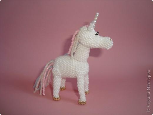Долго заглядывалась на лошадок в блогах Ируси 3 и Феи, а теперь у меня есть своя коняжка-единорог, только из бисера. фото 2
