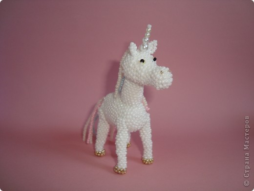 Долго заглядывалась на лошадок в блогах Ируси 3 и Феи, а теперь у меня есть своя коняжка-единорог, только из бисера. фото 4