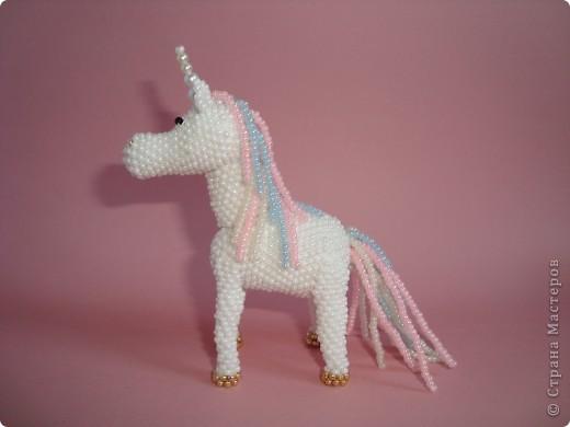 Долго заглядывалась на лошадок в блогах Ируси 3 и Феи, а теперь у меня есть своя коняжка-единорог, только из бисера. фото 3