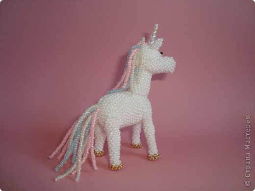 Долго заглядывалась на лошадок в блогах Ируси 3 и Феи, а теперь у меня есть своя коняжка-единорог, только из бисера. фото 6