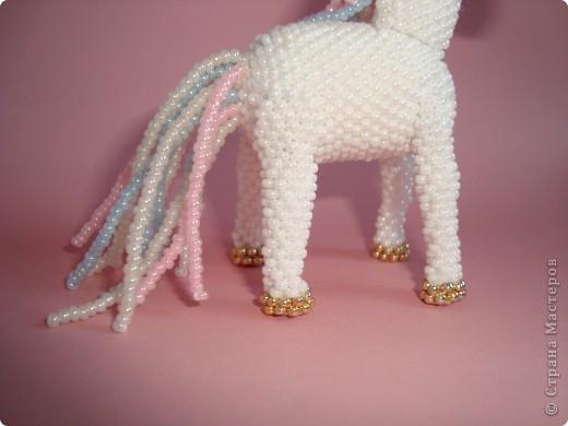 Долго заглядывалась на лошадок в блогах Ируси 3 и Феи, а теперь у меня есть своя коняжка-единорог, только из бисера. фото 7