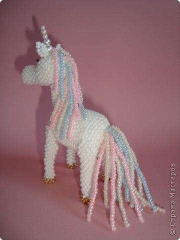 Долго заглядывалась на лошадок в блогах Ируси 3 и Феи, а теперь у меня есть своя коняжка-единорог, только из бисера. фото 9
