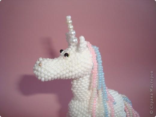 Долго заглядывалась на лошадок в блогах Ируси 3 и Феи, а теперь у меня есть своя коняжка-единорог, только из бисера. фото 10