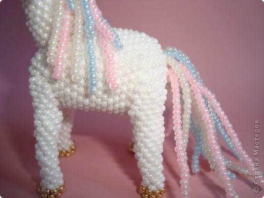 Долго заглядывалась на лошадок в блогах Ируси 3 и Феи, а теперь у меня есть своя коняжка-единорог, только из бисера. фото 11