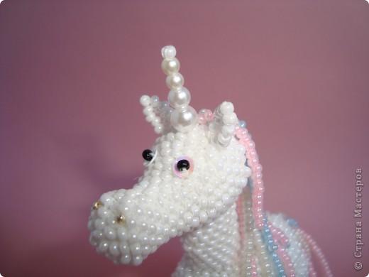 Долго заглядывалась на лошадок в блогах Ируси 3 и Феи, а теперь у меня есть своя коняжка-единорог, только из бисера. фото 12