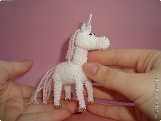 Долго заглядывалась на лошадок в блогах Ируси 3 и Феи, а теперь у меня есть своя коняжка-единорог, только из бисера. фото 15