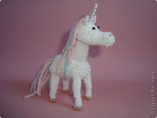 Долго заглядывалась на лошадок в блогах Ируси 3 и Феи, а теперь у меня есть своя коняжка-единорог, только из бисера. фото 1