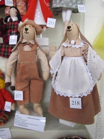 У нас в Запорожье ко Дню Кукольника,прошла выставка кукол.Выставлялись запорожские мастера кукол первый раз,но был полный аншлаг!Заранее прошу прощения,что не всех мастеров назову и не о всех техниках смогу рассказать...Но не могу удержаться,зная,что многим мастерам будет интересно. фото 2